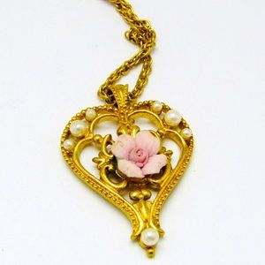 Vintage Avon pearl and rose gold tone necklace